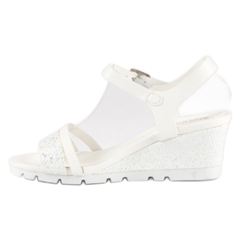 Ideal Shoes Białe Sandały Na Koturnie 3