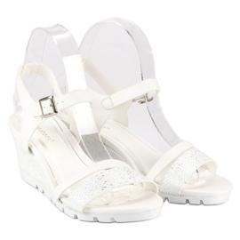 Ideal Shoes Białe Sandały Na Koturnie 5