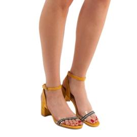 Ideal Shoes Stylowe Zamszowe Sandałki żółte 6