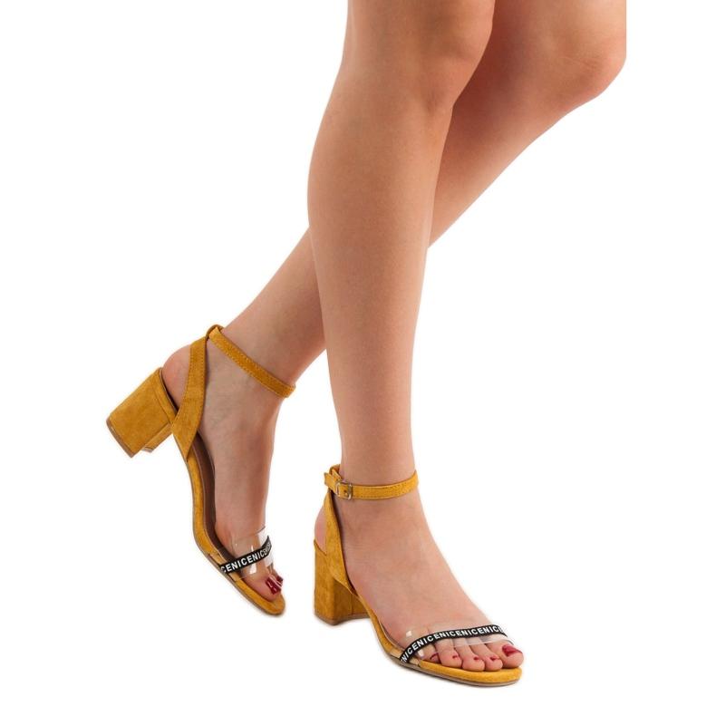 Ideal Shoes żółte Stylowe Zamszowe Sandałki zdjęcie 1