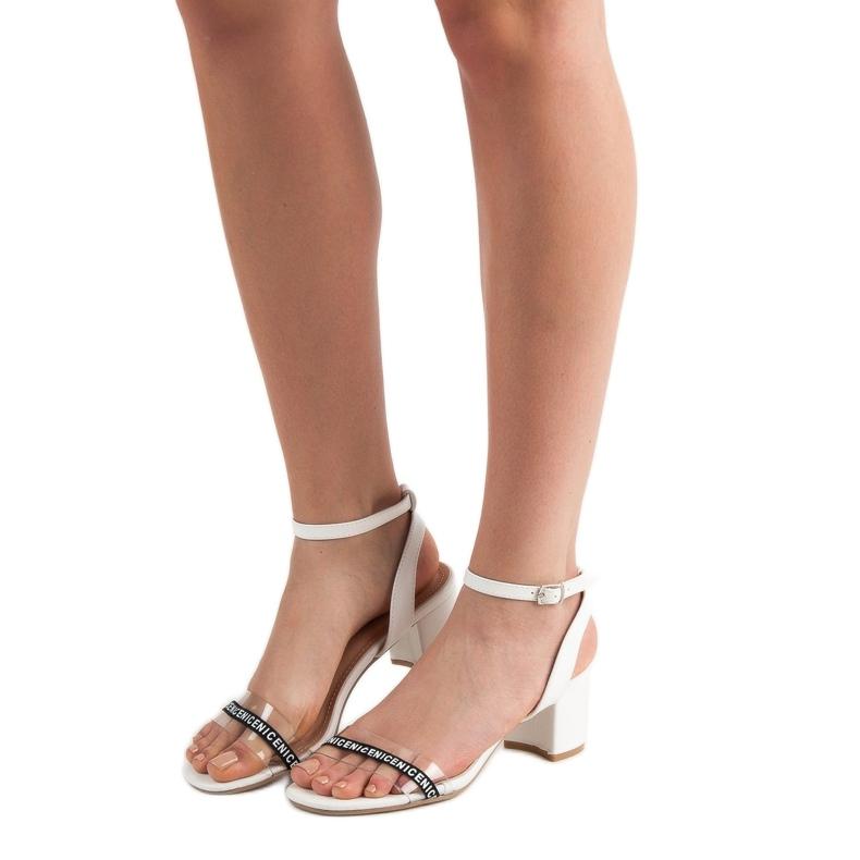 Ideal Shoes białe Stylowe Zamszowe Sandałki zdjęcie 1