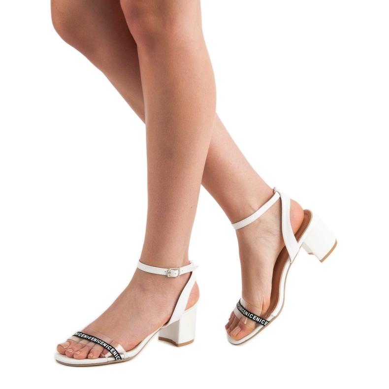 Ideal Shoes białe Stylowe Zamszowe Sandałki zdjęcie 2