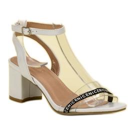 Ideal Shoes Stylowe Zamszowe Sandałki białe 3