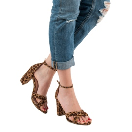 Ideal Shoes Sandałki Na Słupku brązowe 3