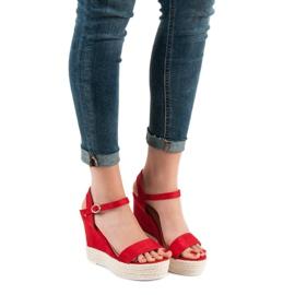 Ideal Shoes Stylowe Sandałki Na Koturnie czerwone 2