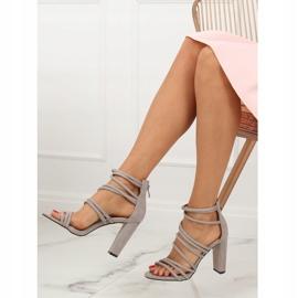 Sandałki na obcasie szare AT-0662-L Grey 3