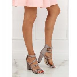 Sandałki na obcasie szare AT-0662-L Grey 4
