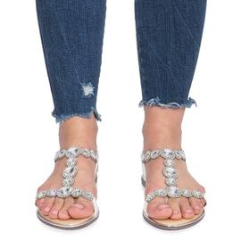 Białe płaskie sandały z diamentami Indulge 1