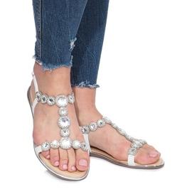 Białe płaskie sandały z diamentami Indulge 2