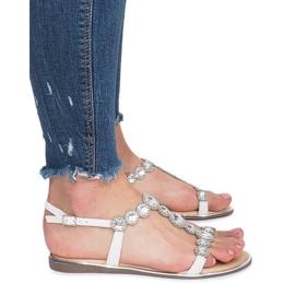 Białe płaskie sandały z diamentami Indulge 3