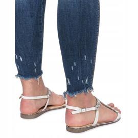 Białe płaskie sandały z diamentami Indulge 4