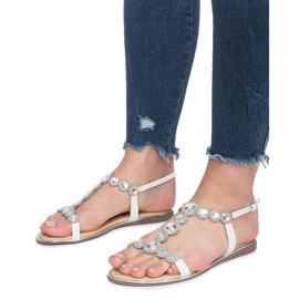 Białe płaskie sandały z diamentami Indulge 5