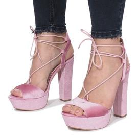 Różowe sandały na słupku z weluru Give It Up 4