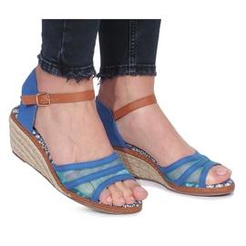 Niebieskie sandały na niskiej koturnie Monro 3
