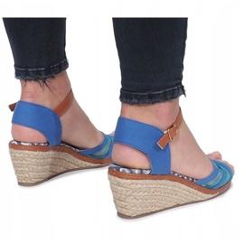 Niebieskie sandały na niskiej koturnie Monro 4