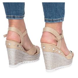 Beżowe sandały na koturnie Suppra brązowe 1