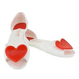 Białe meliski balerinki gumowe z sercem KM121-15 3