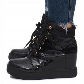 Czarne lakierowane sneakersy na koturnie Snake 3