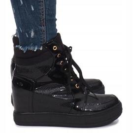 Czarne lakierowane sneakersy na koturnie Snake 5