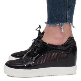 Czarne Lakierowane Ażurowe Sneakersy Adele 1