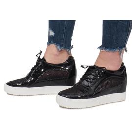Czarne Lakierowane Ażurowe Sneakersy Adele 4