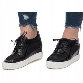 Czarne Lakierowane Ażurowe Sneakersy Adele 5
