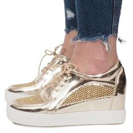 Złote Lakierowane Ażurowe Sneakersy Adele złoty 2