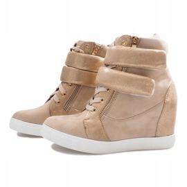Beżowe zamszowe sneakersy na rzepy Amelia beżowy 1