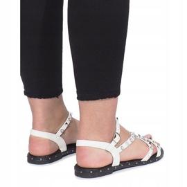 Białe płaskie sandały z ćwiekami Abloom 3