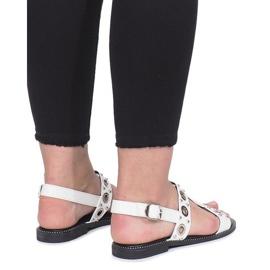 Białe płaskie sandały z ćwiekami Saint 2