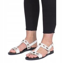 Białe płaskie sandały z ćwiekami Saint 3