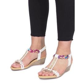 Białe sandały na delikatnej koturnie Ruixin 4