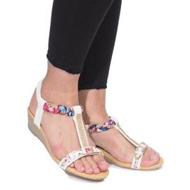 Białe sandały na delikatnej koturnie Ruixin 2