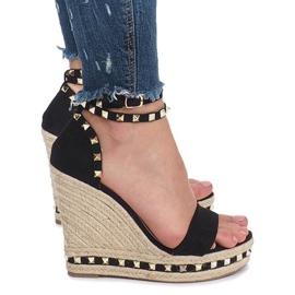 Czarne sandały na koturnie z ćwiekami Lov'it 2