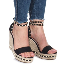 Czarne sandały na koturnie z ćwiekami Lov'it 3