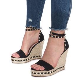 Czarne sandały na koturnie z ćwiekami Lov'it 5