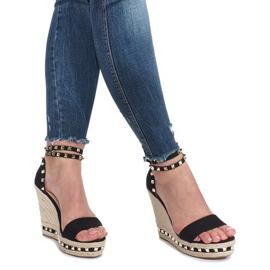 Czarne sandały na koturnie z ćwiekami Lov'it 6