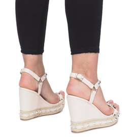 Beżowe sandały na koturnie z ćwiekami Cubano brązowe 3