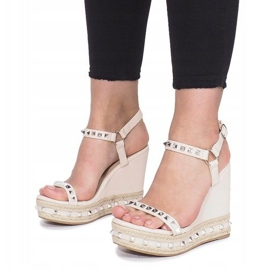 Beżowe sandały na koturnie z ćwiekami Cubano brązowe 4