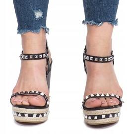 Czarne sandały na koturnie z ćwiekami Cubano 1