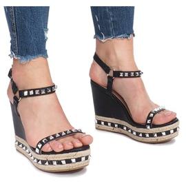Czarne sandały na koturnie z ćwiekami Cubano 2