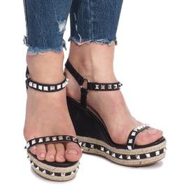 Czarne sandały na koturnie z ćwiekami Cubano 3
