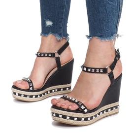 Czarne sandały na koturnie z ćwiekami Cubano 5