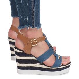 Niebieskie sandały na koturnie Sweet 3