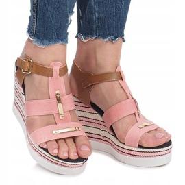 Różowe sandały na koturnie Sweet 2