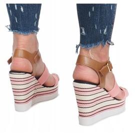 Różowe sandały na koturnie Sweet 4