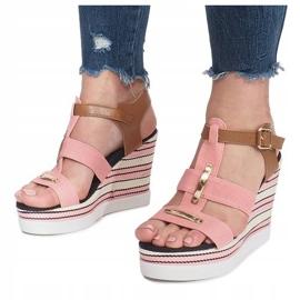 Różowe sandały na koturnie Sweet 5