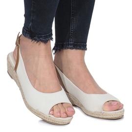 Beżowe sandały na delikatnej koturnie Lanez brązowe 1