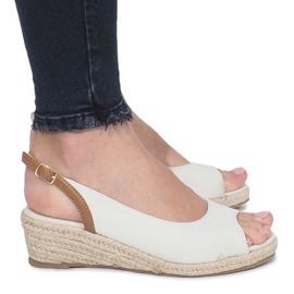 Beżowe sandały na delikatnej koturnie Lanez brązowe 2