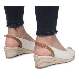 Beżowe sandały na delikatnej koturnie Lanez brązowe 3